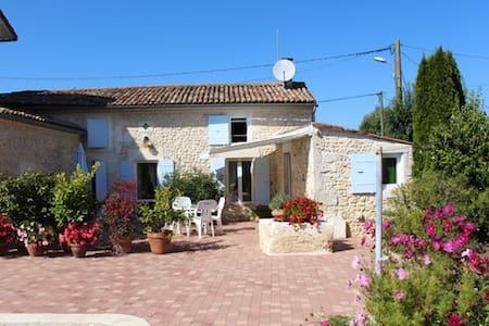 Petite  maison à la campagne - Thaims - Casa