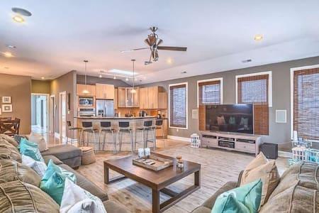 Beautiful, Modern 2 story single home - 獨棟
