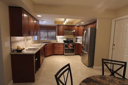 Peoria, AZ - 2 bedroom getaway, SPECIAL PRICING! - Hus