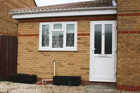 Cosy semi detached 1 bedroom - Stevenage - Apartment