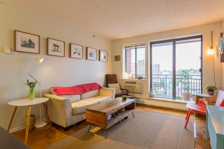 Balcony Oasis & Open View - 20 min to Manhattan - Queens - Apartment