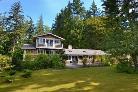 View Home, Wooded Whidbey Retreat - Langley - 一軒家