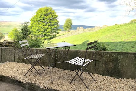 Cottage with fabulous views of the Dales - Dom
