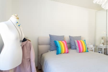 Chic + cozy apartment with balcony in city centre! - Appartement en résidence