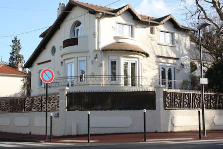 Chambre à louer à La Varenne Saint Hilaire. - Maison