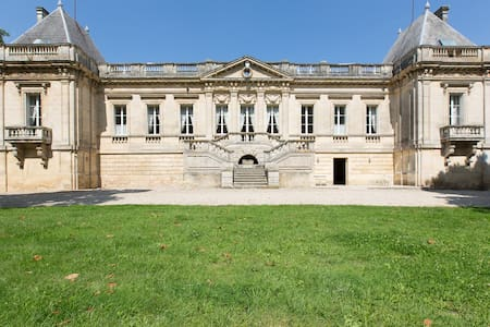 CHATEAU COUFFINS  20 pers - Hrad