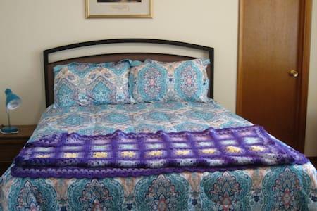 Sunny Silver City Bedroom - Huis