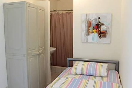 Bedroom in Samborondón-Habitación en Samborondón - Ház