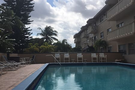 Newly renovated, pool & near beach! - Daire