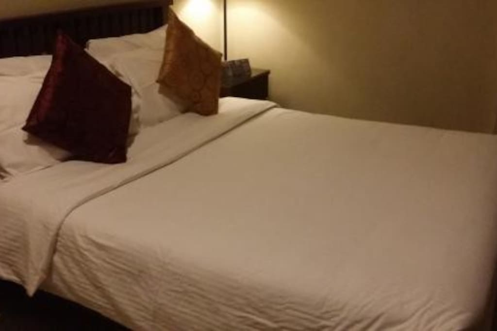 NICE DREAMY BED, VERY COMFORTABLE PURCHASED LAST YEAR