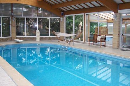 Résidence campagnarde alliant calme et confort. 8P - La Bâtie-Montgascon - House