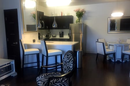 Nice/Cozy place & area w/ awesome features! - Henderson - Apartment