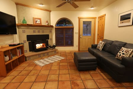 New! Pet friendly, hot tub, close to town & forest - Flagstaff