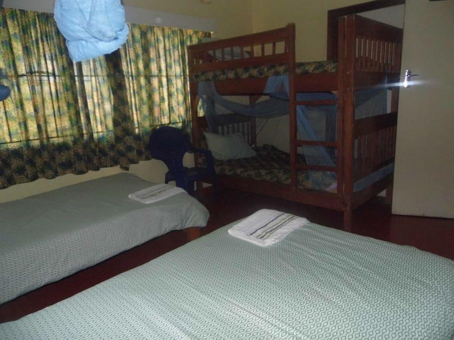 MTENDERE (peace) bunk beds