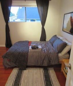 Quiet Private Room just off Main Street - Vancouver - Huis