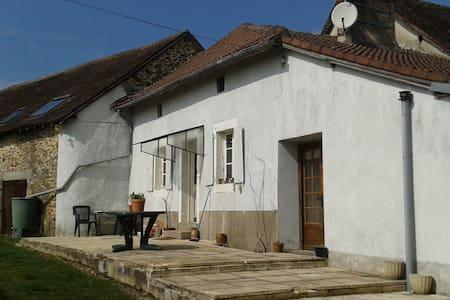 Petite maison/cottage au Perigord - Hus