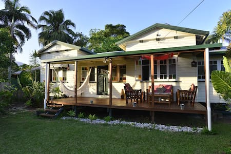 Luxury Tropical Queenslander - Mossman - Hus