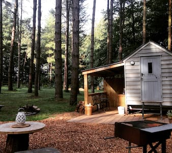 Winter Woodland Glamping at Happy Valley Norfolk - Cabane