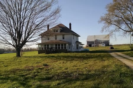 115 Year Old Amish Built Farm House, Private Room - Salem - Haus