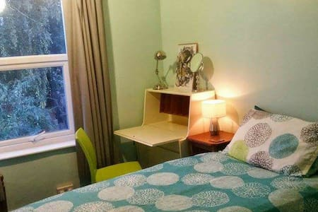 Single near Uni/racecourse-park NN2 - Casa