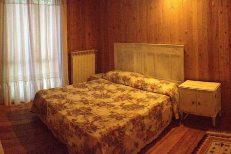Double bedroom in house in the woods. - House