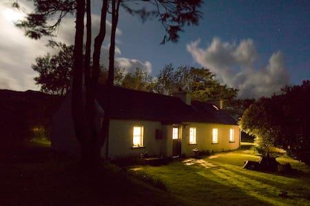 Traditional radiant Irish cottage - Bed & Breakfast
