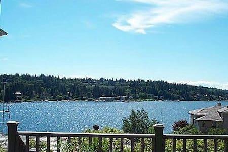 Waterfront View Cottage-5 Stars! - Bellevue
