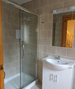 Town House: Twin Room w/ Shared Bathroom - Bed & Breakfast