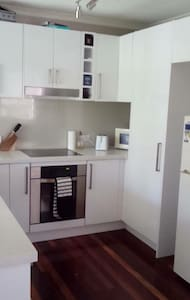 Private room close to shops and transport - Everton Hills - Casa