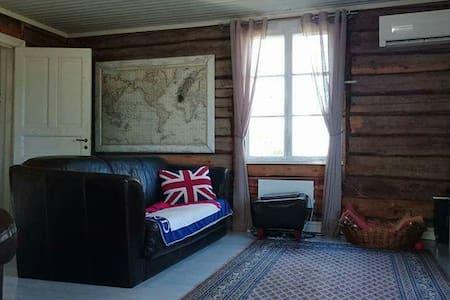 Kodikas, luonnonläheinen hirsitalo - Dům