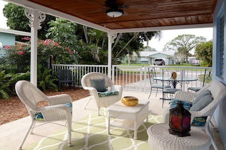 Charming Stuart Cottage in Great Location - Stuart - House
