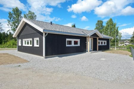 Råholt/Eidsvoll Verk near Oslo Airport Gardermoen - House