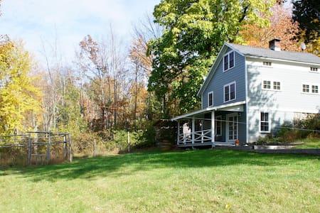 Modern farmhouse on 5 acres - Hus