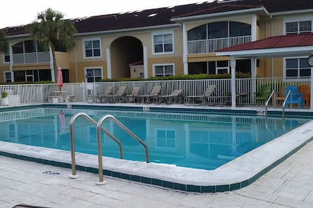 A+ location; Private room and bath - Fort Myers - Ortak mülk