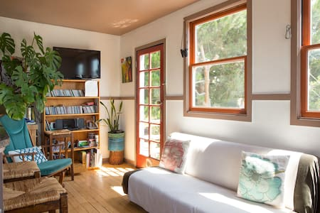 Vibrant Mission Quaint Loft Room - Rivitalo