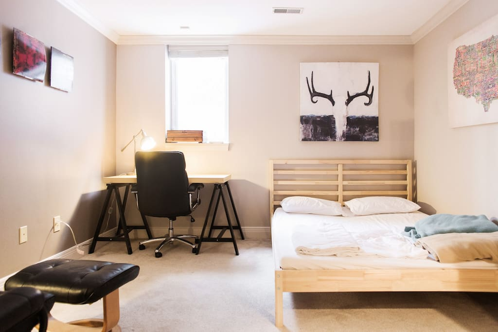 Warm, calm room with queen bed and desk space