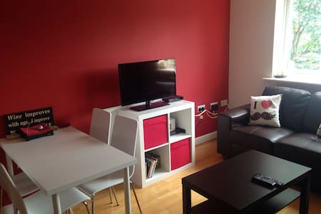 Comfy and quiet 2 beds close to everything - Apartment