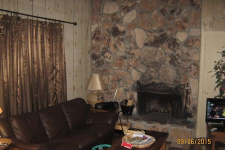 Condo  Walking Distance to Ski Area - Angel Fire - Appartement