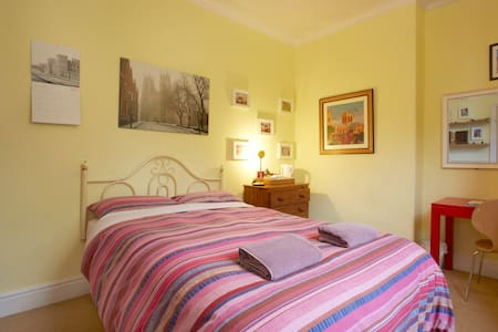 Quiet and Friendly in City Centre - York - House