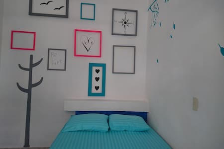 Private Room. Double bed. 1 min Malecon - Bed & Breakfast