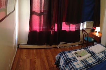 Mins from NYC/WTC has AC sleep2,NPR - Jersey City - House
