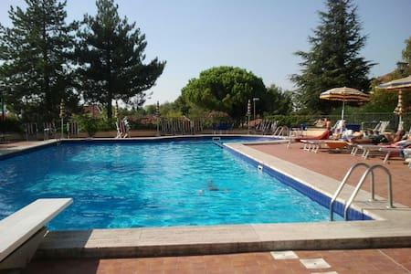 Appartamento giardino uso piscina - Wohnung