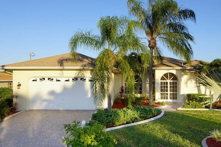 Pool Home on Canal with Spectacular Views - Cape Coral - Villa
