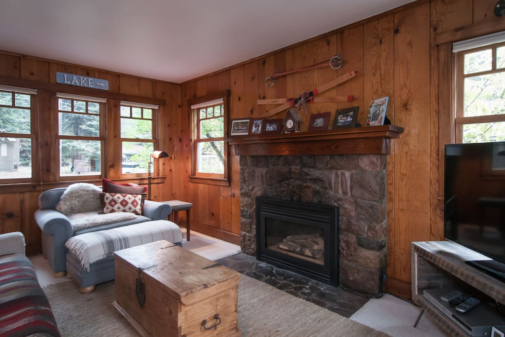 """Living room with gas fireplace and 46"""" TV"""