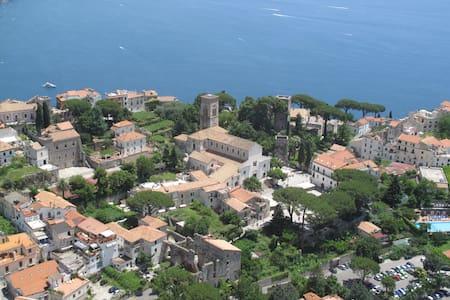 Centro storico, piazzetta a 2 passi - Ravello