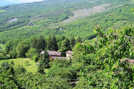 Quarto com vista para o jardim - Gaggio Montano - Villa