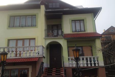 """Дом """"У Люби"""" - Guesthouse"""