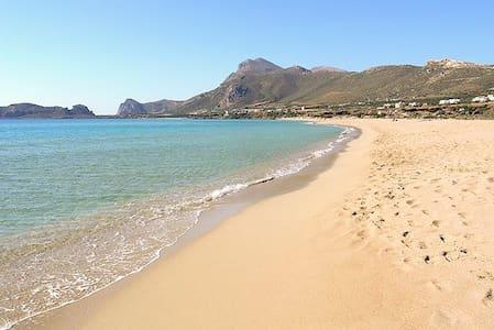 Sunny Point Villa I. On the beach. - Agia Marina - Villa
