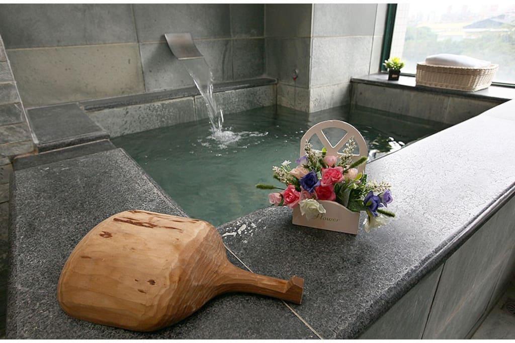 超大獨立溫泉浴池,適合全家人一起泡溫泉