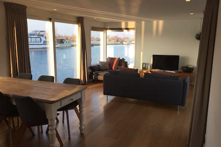 Lake view houseboat in Vinkeveen! - Chalet